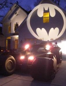 Mieux qu'un bête mobile, la Batmobile