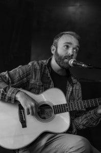Will Stratton en concert acoustique au Rocher