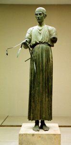 L'Aurige de Delphes, ancêtre du musée Grévin